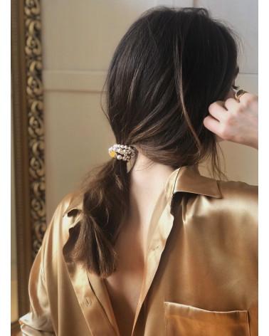 Biała gumka do włosów z pereł  SWAROVSKI® ELEMENTS z zawieszką z różowego złota