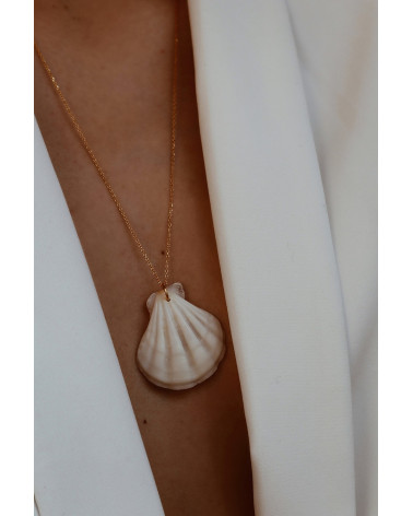 Srebrny naszyjnik z dużą muszlą