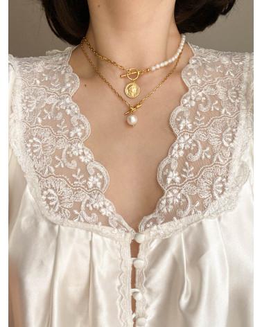 Srebrny naszyjnik z pereł  naturalnych zdobiony  monetą