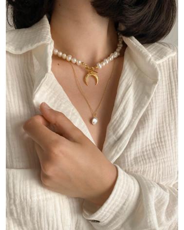 Złoty naszyjnik z naturalnych pereł zdobiony księżycem