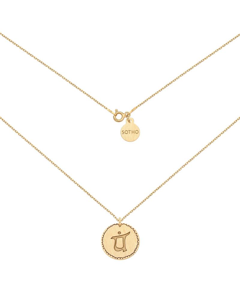 Złoty medalion z symbolem miłości