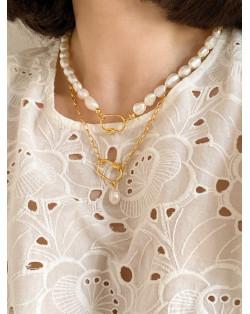 Złoty naszyjnik z dużą rozetą
