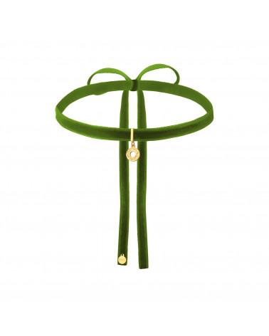 Fioletowy aksamitny choker z łańcuszkiem i zawieszką